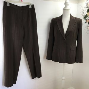 Kasper brown career pant suit 6P EUC